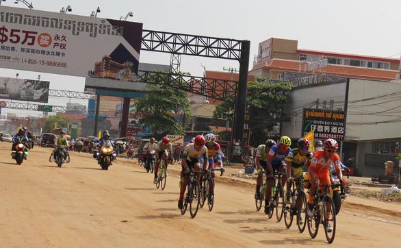 Tay đua người Tây Ban Nha giúp ê-kíp TP.HCM thắng lớn tại Campuchia - Ảnh 2.