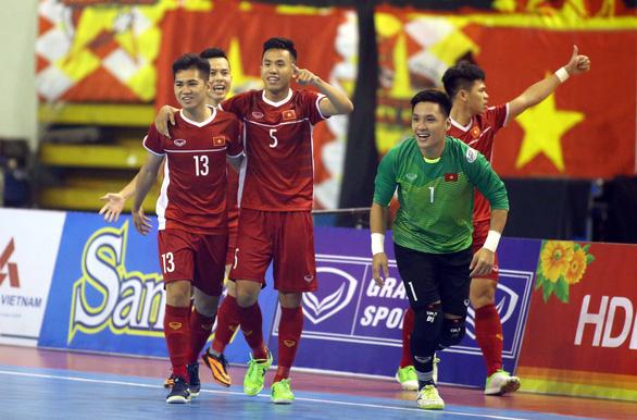 Futsal Việt Nam lần đầu tiên đánh bại Úc - Ảnh 1.