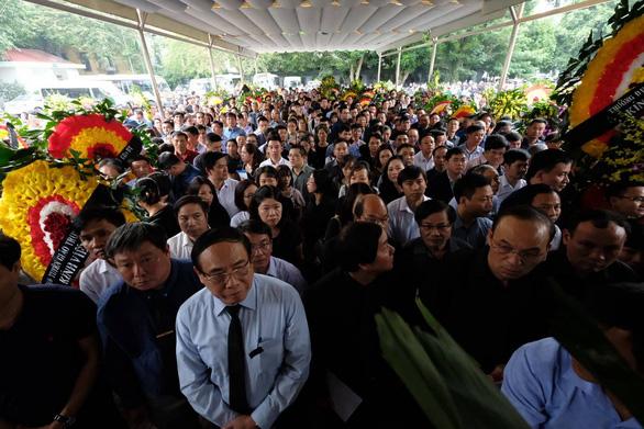 Hàng ngàn người tiễn biệt cố Thứ trưởng Bộ GD-ĐT Lê Hải An - Ảnh 1.