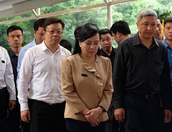 Hàng ngàn người tiễn biệt cố Thứ trưởng Bộ GD-ĐT Lê Hải An - Ảnh 18.