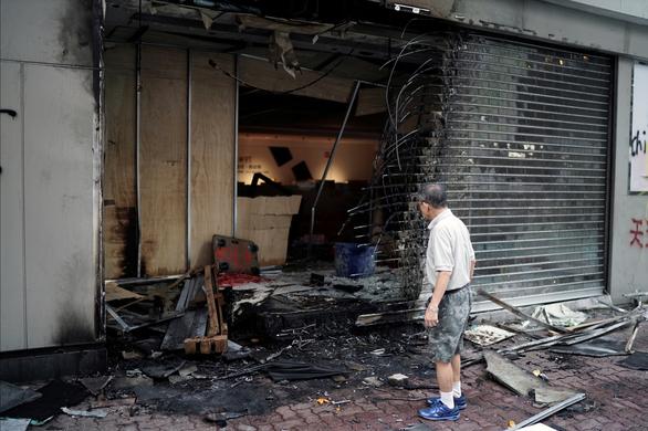 Bảo hiểm Hong Kong mất sạch lợi nhuận 20 năm vì biểu tình và 2 siêu bão - Ảnh 1.