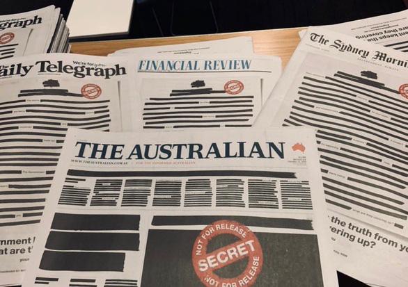 Báo Úc đồng loạt bôi đen trang nhất để phản đối chính phủ - Ảnh 1.
