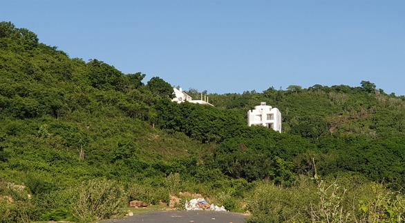 Nhà đầu tư chống lệnh tỉnh, xây biệt thự trên núi Cô Tiên - Ảnh 3.