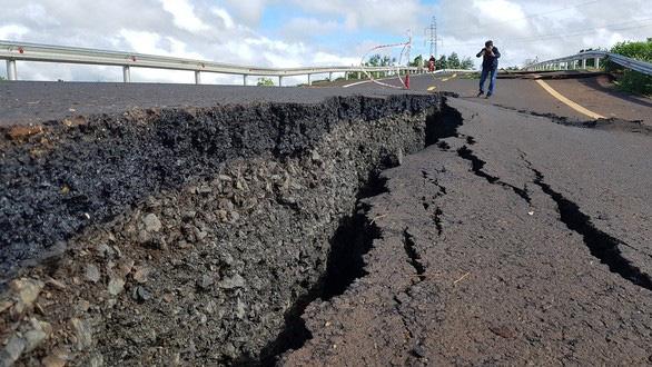 Vụ đường nứt như động đất ở Gia Lai: Công an vào cuộc - Ảnh 2.