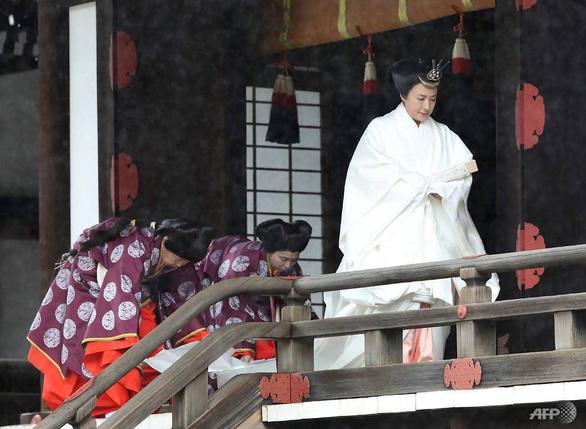 Nhật hoàng Naruhito: Tôi nguyện luôn nghĩ tới người dân - Ảnh 3.