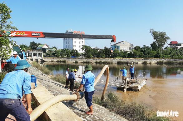 Nhà máy nước nghi xả bùn thải ra hồ điều hòa lớn nhất TP Vinh - Ảnh 2.
