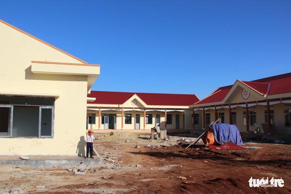 Xây công trình nông thôn mới, thu tiền từ... học sinh - Ảnh 1.