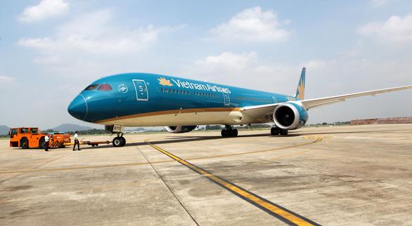 Phó thủ tướng Trương Hòa Bình chúc mừng Vietnam Airlines đón chiếc máy bay thứ 100 - Ảnh 3.