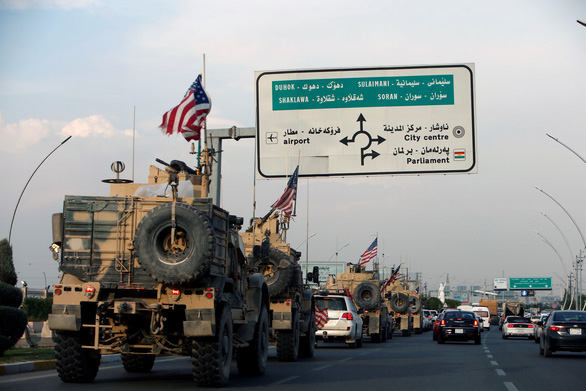 Lính Mỹ bị dân Kurd ném đá, ví như chuột nhắt khi rút khỏi Syria - Ảnh 3.