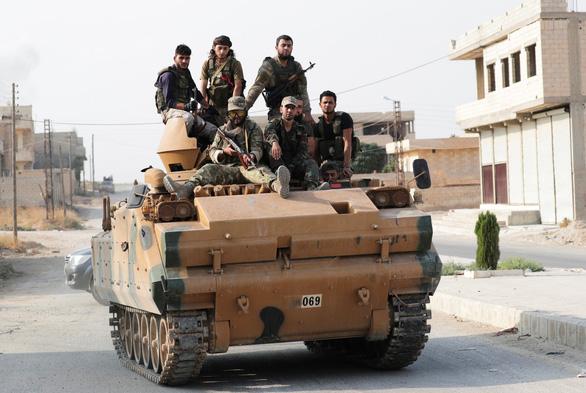 Lính Mỹ bị dân Kurd ném đá, ví như chuột nhắt khi rút khỏi Syria - Ảnh 4.