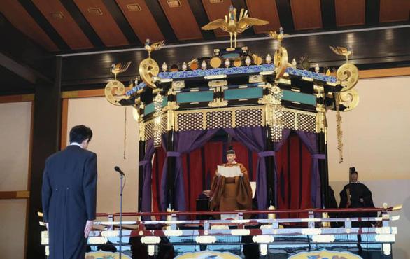 Dân Nhật xôn xao khi cầu vồng xuất hiện lúc Nhật hoàng Naruhito đăng quang - Ảnh 2.