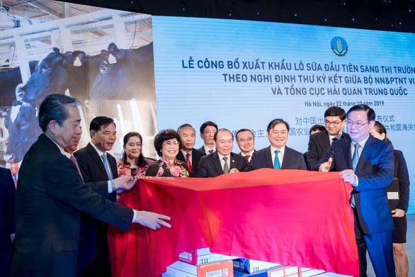 Lô sữa đầu tiên của Việt Nam xuất sang Trung Quốc - Ảnh 1.