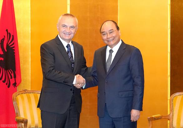 Thủ tướng Nguyễn Xuân Phúc gặp nhiều lãnh đạo thế giới tại Nhật Bản - Ảnh 1.
