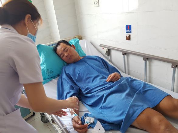 Cua-rơ Lê Văn Duẩn có thể giã từ sự nghiệp sau tai nạn - Ảnh 1.