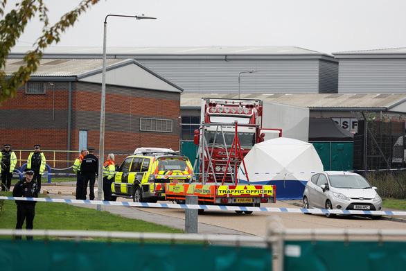 Anh: 39 thi thể trong xe container gây chấn động chính trường - Ảnh 2.