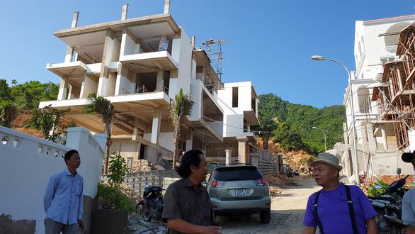 Tỉnh yêu cầu ngừng, biệt thự vẫn nườm nượp xây trên núi Cô Tiên - Ảnh 2.
