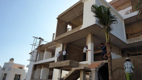 Tỉnh yêu cầu ngừng, biệt thự vẫn nườm nượp xây trên núi Cô Tiên - Ảnh 6.