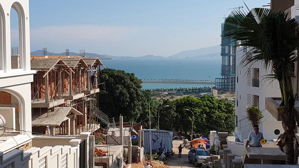 Tỉnh yêu cầu ngừng, biệt thự vẫn nườm nượp xây trên núi Cô Tiên - Ảnh 5.