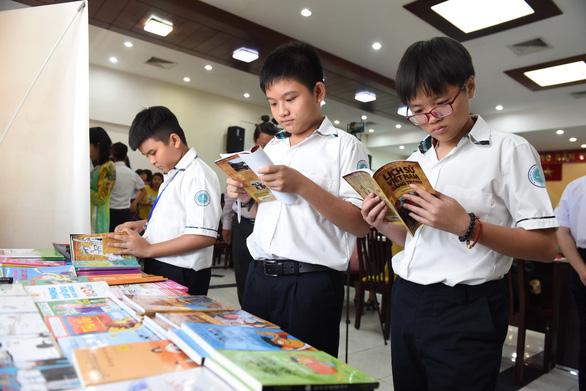 Người thầy kể chuyện: Sách thay đổi học trò tôi - Ảnh 1.