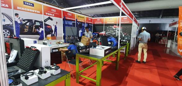 Khu vực phụ trợ của triển lãm ôtô Việt Nam 2019 bì bõm nước - Ảnh 3.