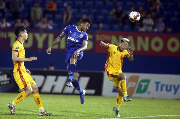 Hòa B.Bình Dương, Thanh Hóa giành quyền đá play-off để trụ hạng V-League 2020 - Ảnh 4.