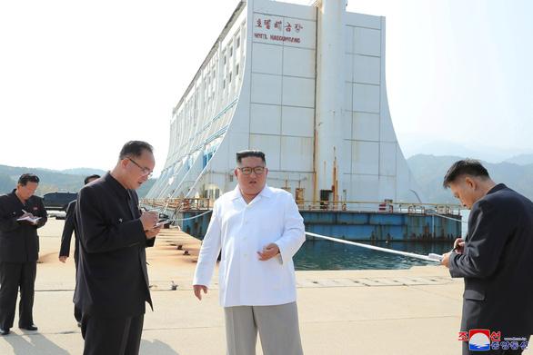 Ông Kim Jong Un ra lệnh đập hết biệt thự Hàn Quốc trên núi Kim Cương - Ảnh 1.