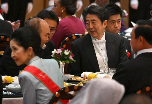 Thủ tướng kết thúc tốt đẹp chuyến tham dự lễ đăng quang của Nhật hoàng - Ảnh 2.