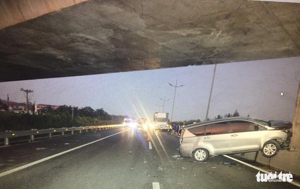 Xe máy chạy vào cao tốc TP.HCM - Trung Lương gây tai nạn kinh hoàng - Ảnh 2.