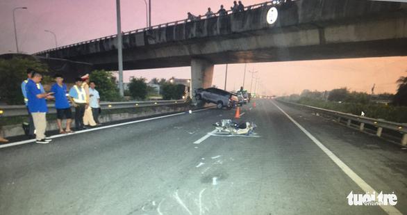 Xe máy chạy vào cao tốc TP.HCM - Trung Lương gây tai nạn kinh hoàng - Ảnh 3.