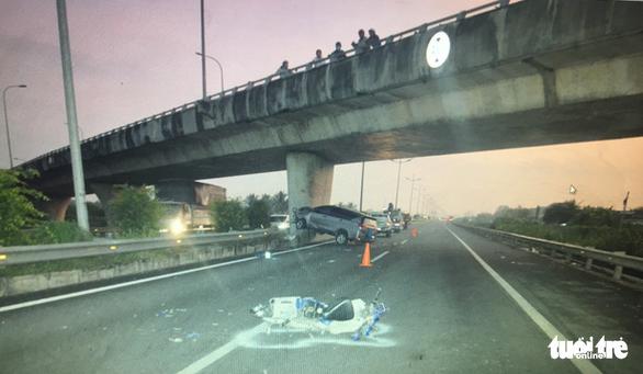 Xe máy chạy vào cao tốc TP.HCM - Trung Lương gây tai nạn kinh hoàng - Ảnh 1.
