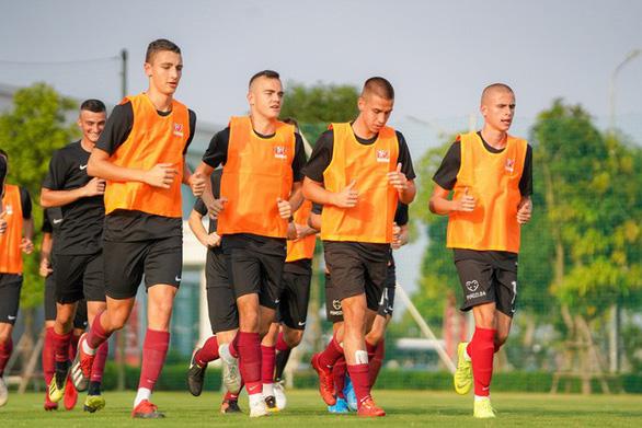 FK Sarajevo - CLB thuộc sở hữu của doanh nhân người Việt đến tập huấn tại PVF - Ảnh 1.
