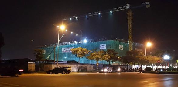 Sập giàn giáo công trình Trung tâm văn hóa Xứ Đông, 5 công nhân bị thương - Ảnh 2.