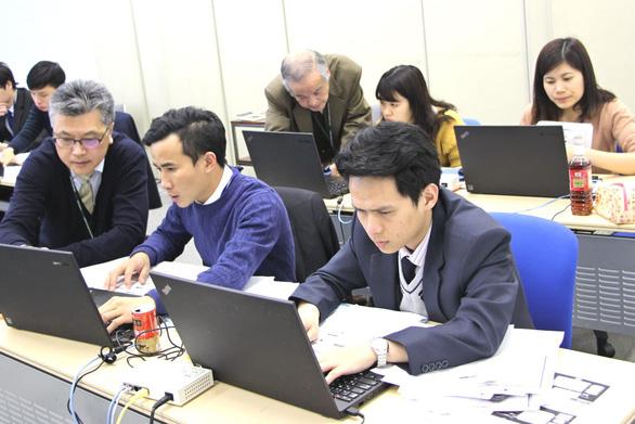 Du học sinh ở lại Nhật thường làm phiên dịch, buôn bán - Ảnh 1.