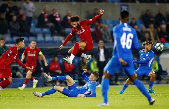 Chamberlain ghi bàn kiểu trivela, Liverpool thắng đậm Genk - Ảnh 2.