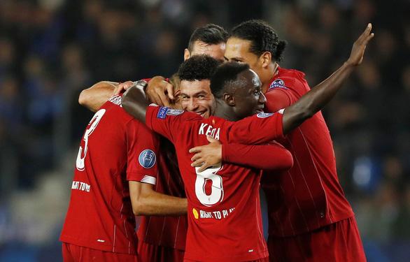 Chamberlain ghi bàn kiểu trivela, Liverpool thắng đậm Genk - Ảnh 1.