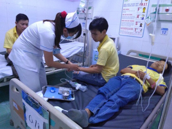 Gần 50 công nhân nhập viện nghi ngộ độc sau bữa cơm tăng ca - Ảnh 1.