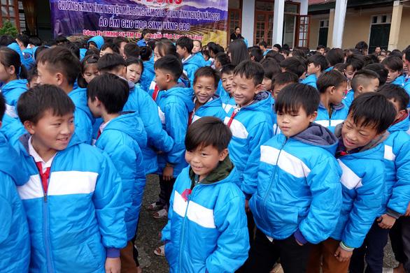 Tặng điểm trường và 1.500 áo ấm cho trẻ vùng cao - Ảnh 6.