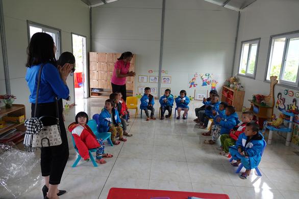 Tặng điểm trường và 1.500 áo ấm cho trẻ vùng cao - Ảnh 9.
