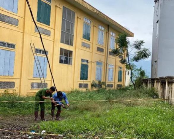 Học sinh lớp 2 thiệt mạng vì điện giật ở trường giờ ra chơi - Ảnh 1.