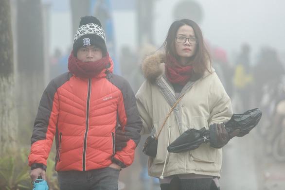 Không khí lạnh ảnh hưởng từ Bắc Bộ đến Trung Trung Bộ, gây mưa rét - Ảnh 1.