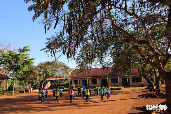 Thu tiền nông thôn mới trong trường học là không đúng cách - Ảnh 1.