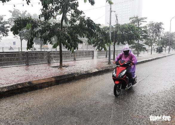Nghệ An mưa lớn, cả ngàn học sinh nghỉ học vì đường chia cắt - Ảnh 1.