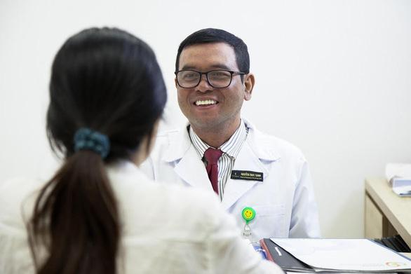 Tế bào ung thư bốc hơi nhờ kỹ thuật xạ trị chuẩn - Ảnh 1.
