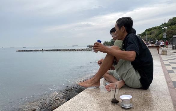 Tiếp tục tạm dừng lấp biển làm thủy cung ở Vũng Tàu - Ảnh 2.