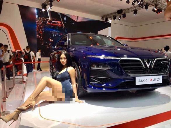 Cô gái tạo dáng quá lố tại Vietnam Motor Show 2019 là câu view, phản cảm - Ảnh 1.