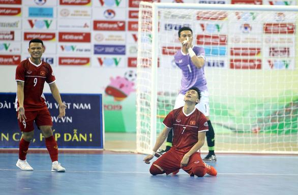 HLV Thái Lan nói lẽ ra phải thắng Việt Nam nhiều hơn - Ảnh 3.