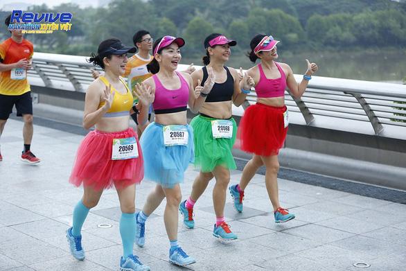 Truyền cảm hứng từ việc chạy tại Revive Marathon xuyên Việt - Ảnh 2.