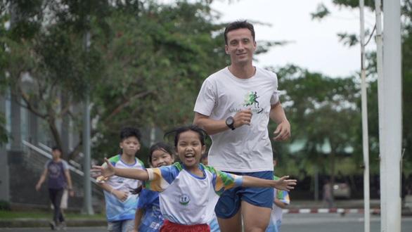 Truyền cảm hứng từ việc chạy tại Revive Marathon xuyên Việt - Ảnh 3.