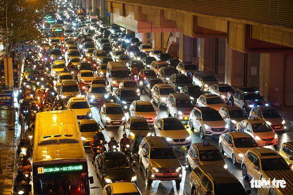 Xem xét dừng hoạt động xe máy khi vận tải công cộng đáp ứng tối thiểu 60,5% - Ảnh 2.