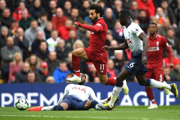 Vòng 10 Giải ngoại hạng Anh: Gà trống khó cản bước Lữ đoàn đỏ - Ảnh 1.